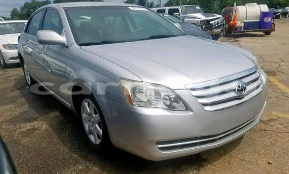 Medium with watermark 2006 toyota avalon xl..1