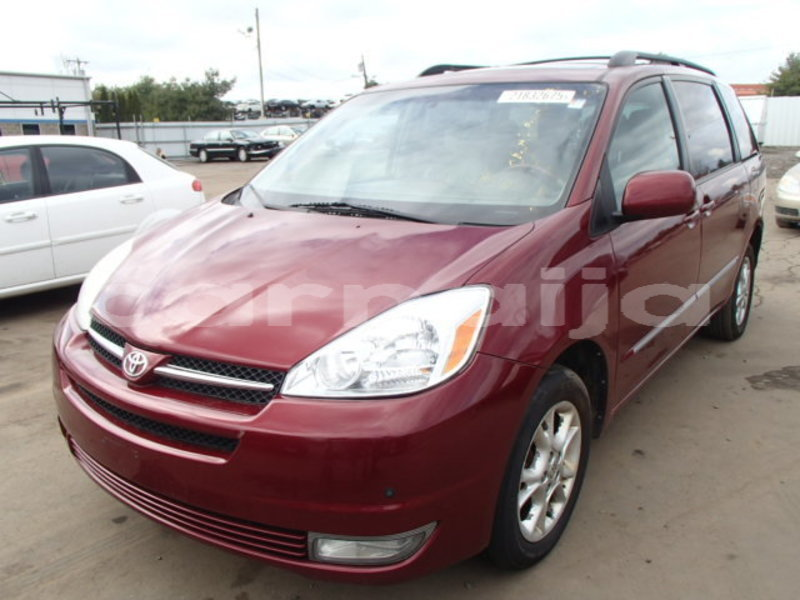 Big with watermark 2004 toyota sienna1