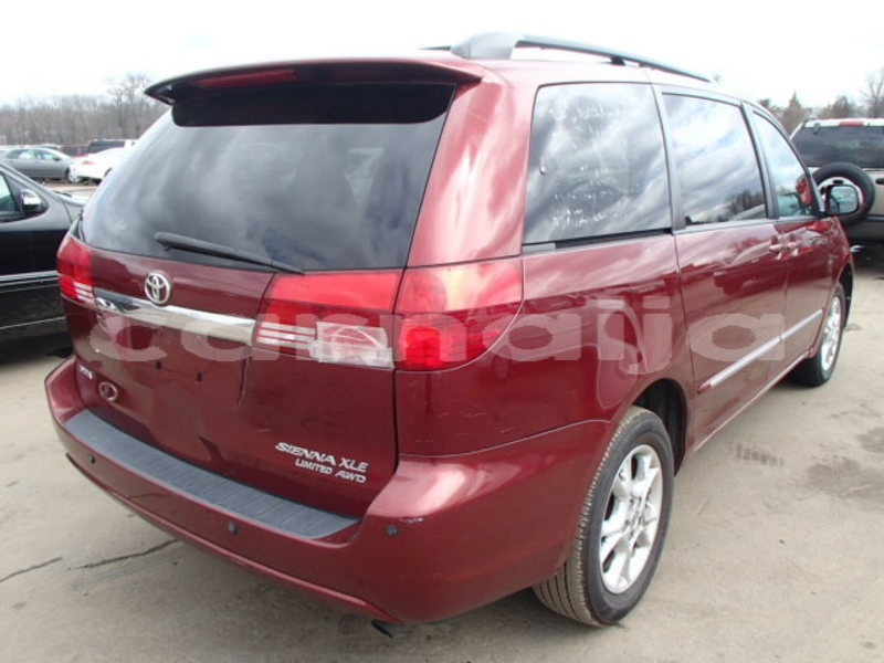 Big with watermark 2004 toyota sienna3