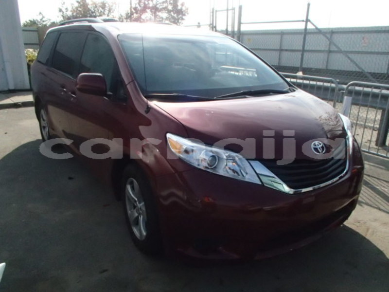 Big with watermark 2013 toyota sienna le 1