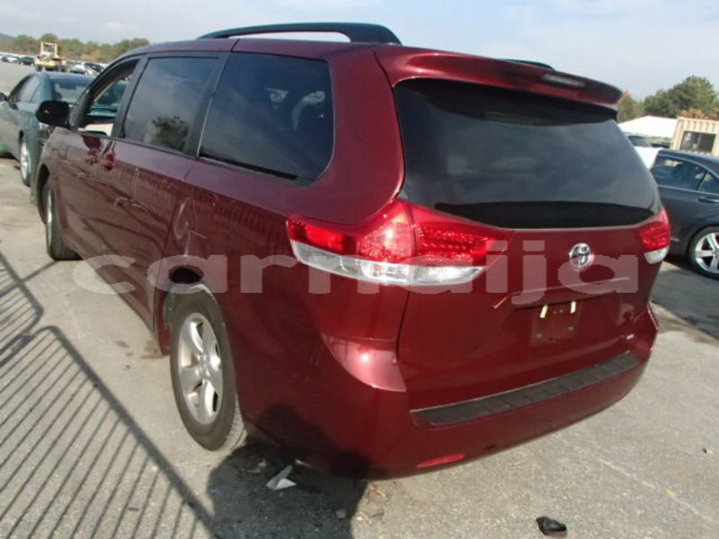 Big with watermark 2013 toyota sienna le 2