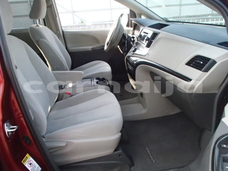 Big with watermark 2013 toyota sienna le 4