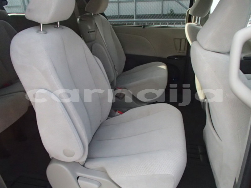 Big with watermark 2013 toyota sienna le 5