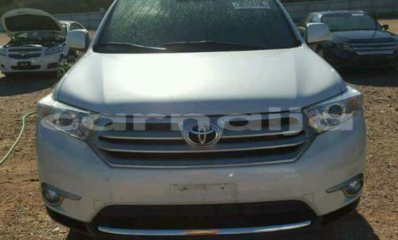 Buy Import Toyota Highlander White Car in Daura in Katsina